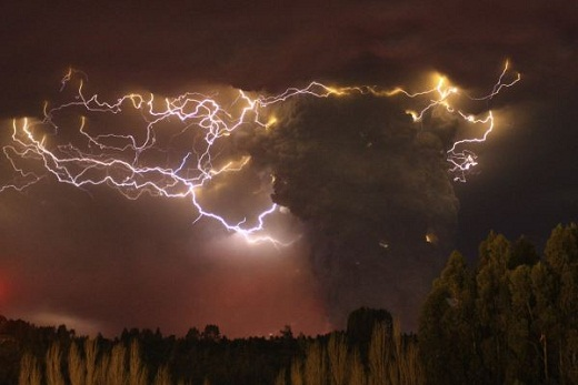 chile-lightning-volcano-dormant-near-argentina-evacuation